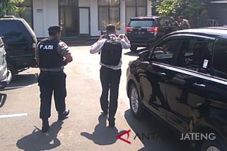 Cari bukti pendukung, KPK geledah rumah dinas Bupati Purbalingga (VIDEO)