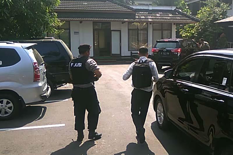 Video - Penyidik KPK geledah rumah dinas Bupati Purbalingga