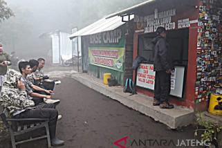 Kebakaran hutan Gunung Lawu berangsur padam