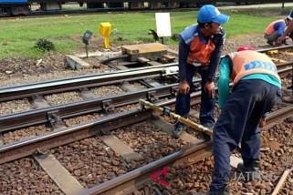Proyek jalur rel ganda dihentikan sementara