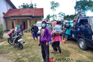 Merapi meletus ratusan warga desa Tlogolele mengungsi