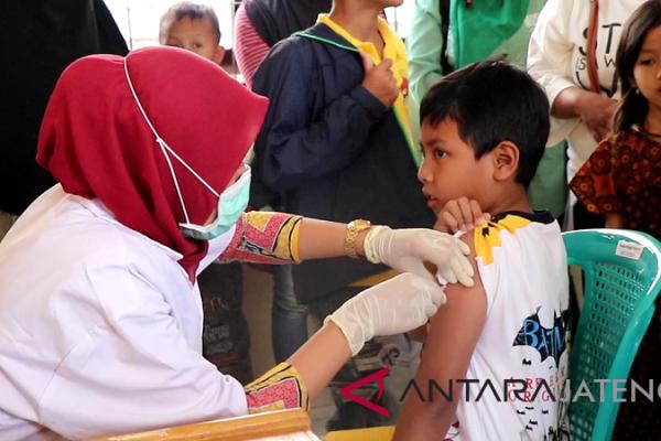 Satu meninggal, ratusan anak di Temanggung diimunisasi difteri