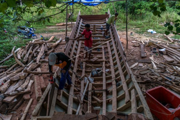 Pembuatan kapal kayu nelayan  tradisional