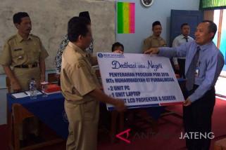 Asyik, MTs Muhammadiyah Purbalingga dapat bantuan komputer dari BI