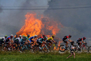 Tour de France terganggu unjuk rasa para petani