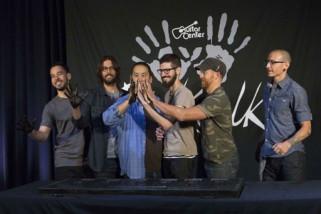 Linkin Park membuat tribut untuk mengenang Chester Bennington