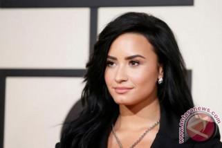 Para selebritas berdoa untuk Demi Lovato