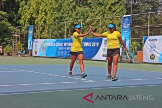 Duet kembar Fitriana/Fitriana melaju ke final