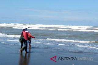 Awas, tinggi gelombang selatan Jateng capai 7 meter