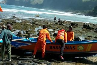 Basarnas cari nelayan hilang di Pantai Karangbolong