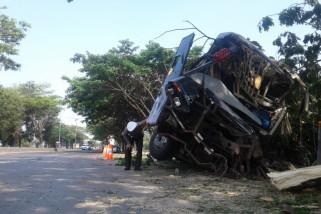 Bus tabrak pohon akibatkan satu korban meninggal