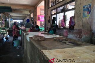 Pedagang daging ayam di Temanggung mogok jualan
