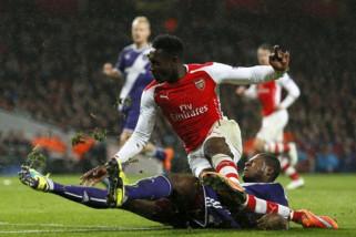 Pemain belakang Newcastle Mbemba berlabuh ke Porto