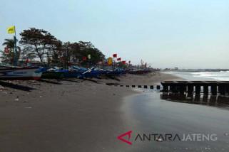 Gelombang tinggi, nelayan Cilacap tidak melaut