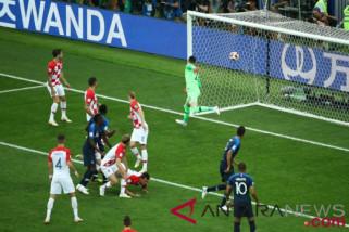 Antar Prancis juara Piala Dunia 2018, Deschamps catat rekor langka