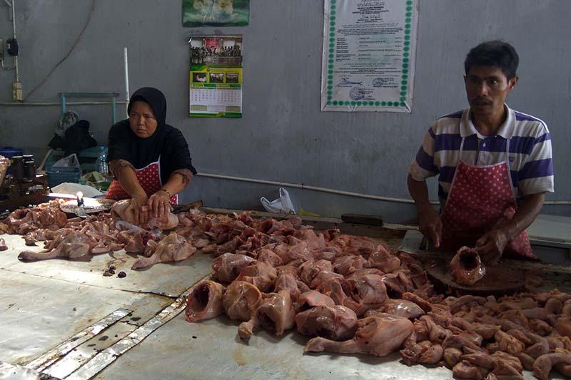 Video - Harga daging ayam di Purwokerto mencapai Rp42.000/Kg