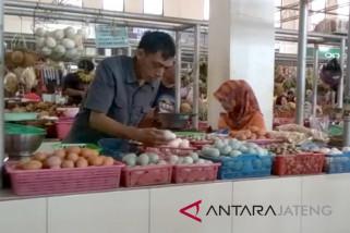 Tergolong tinggi, harga telur ayam di Purwokerto turun jadi Rp27.000/kg