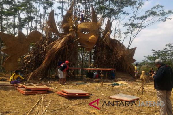 Festival Lima Gunung tabungan komunitasnya