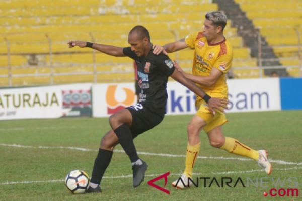Aksi suporter lempar kursi, Sriwijaya FC kembali jalani laga