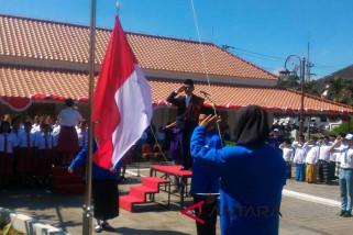 Pemuda lintas suku dan agama upacara HUT RI di Magelang