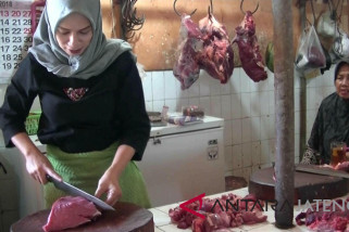 Harga daging stabil meski harga sapi naik jelang Idul Adha