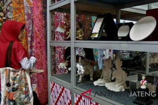 Pemkot Semarang salurkan 859 Kredit Wibawa