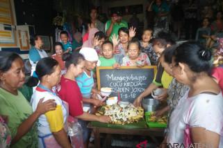 Pedagang Pasar Legi syukuran untuk cucu presiden