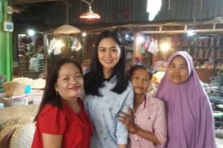 Artis Ajeng Kartika blusukan ke Pasar Johar