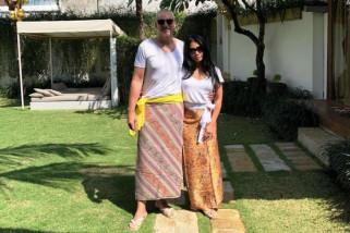 Pernikahan keempat Anggun C. Sasmi berlangsung di Bali