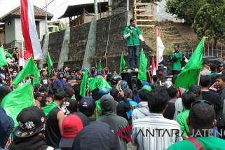 Upah ditunda, buruh PT Sekawan Sumber Sejatera Temanggung unjuk rasa