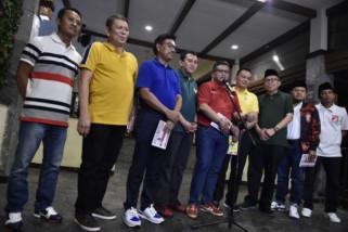 Gaya kasual Jokowi ditiru para sekjen parpol koalisi