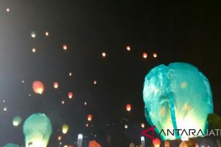 Ribuan lampion diterbangkan pada Dieng Culture Festival 2018