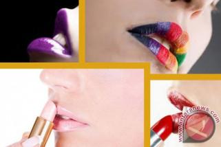 Memulas bibir warna ombre ciri khas riasan Korsel
