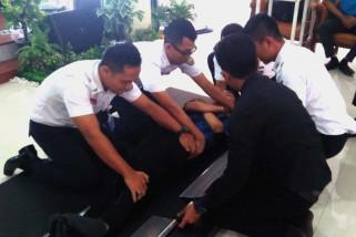 Pekerja KAI dilatih penanganan darurat pada penumpang