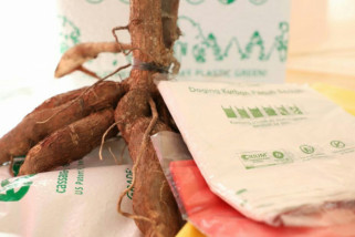 Ganjar apresiasi plastik berbahan baku singkong dari Sukoharjo