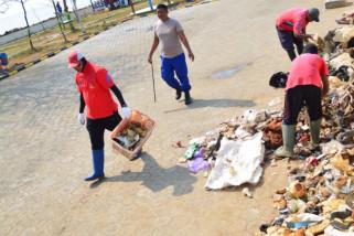 Sedimentasi di Pelabuhan Pekalongan disesaki sampah plastik