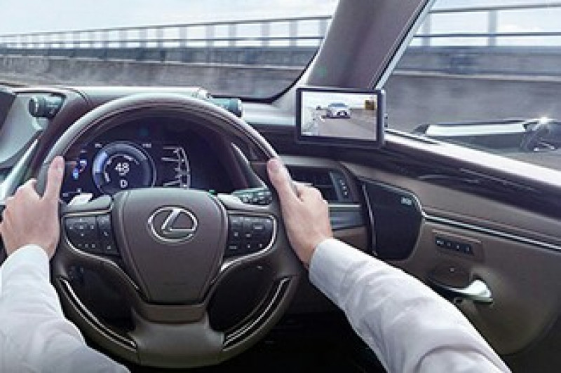 Pertama di dunia, Lexus kenalkan teknologi Digital Side-View Monitors