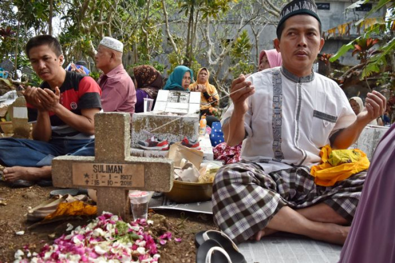 Tradisi sadranan Gunung Kalong
