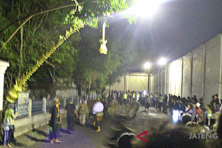 Ribuan orang  saksikan Kirab pusaka Keraton Surakarta