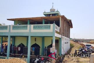 Warga jalankan salat Jumat terakhir di Masjid Baitul Mustagfirin