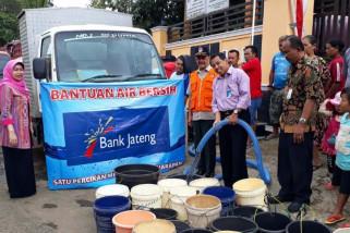 Bantu warga, Bank Jateng salurkan air bersih di Cilacap