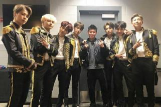 Rapper Indonesia Rich Brian foto bareng personel BTS