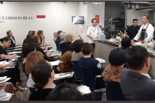 Koki Degan Septoaji ajarkan cara masak soto dan kari ayajm di Paris