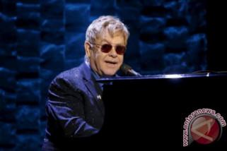 Elton John menekan kontrak baru dengan Universal Music Group