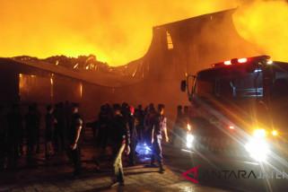 Pabrik popok bayi di Kawasan Industri Candi Ngaliyan ludes terbakar
