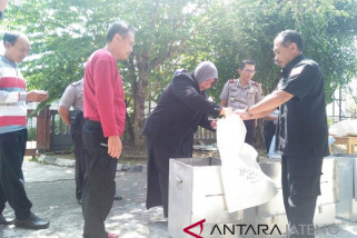 KPU Temanggung bongkar kotak suara Pilkada 2018
