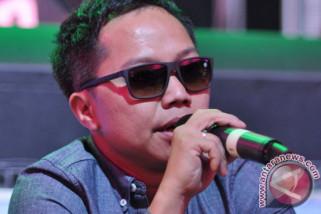 Sandhy Sondoro bilang masih terlalu dini arahkan anak jadi musisi