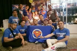 Sebuah komunitas Superman Fans of Indonesia tunjukkan eksistensi
