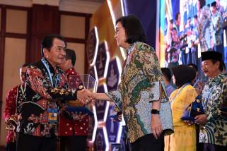 Pemkab Banjarnegara memperoleh penghargaan dari Menteri Keuangan