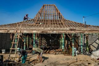 Renovasi bangunan rumah Joglo
